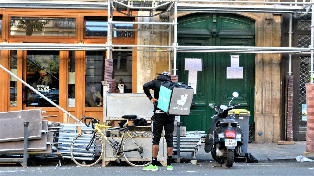Deliveroo rider in Paris